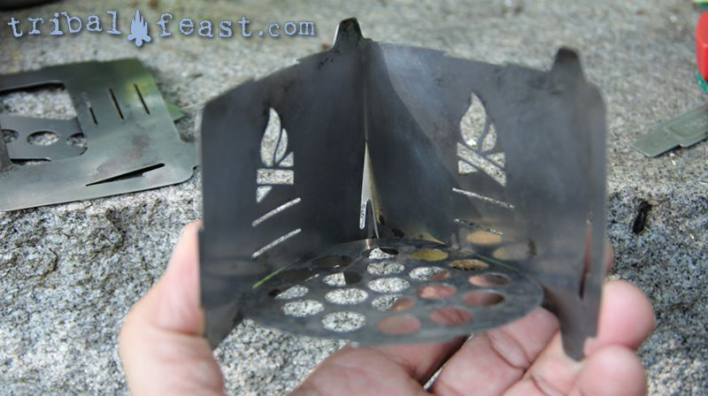 Assembling the Bushbox Ultralight Pocket Stove: squeezing the side pieces together to hold the grill plate.